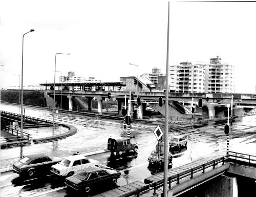 Station-Ganzenhoef.-Toegang-onder-wegviaduct-14-april-1977-500